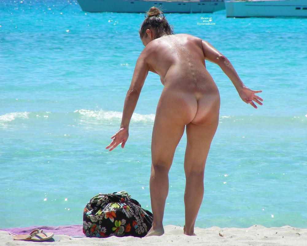 Pic #1 - Nude Beach Voyeur - Beach Voyeur , Leaning Over, On The Beach, Bare Ass With Tan Line