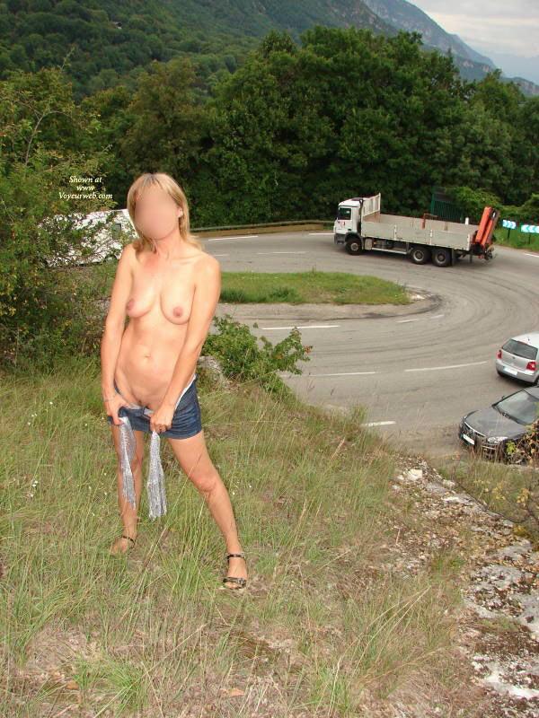 image Petite baise en bord de route