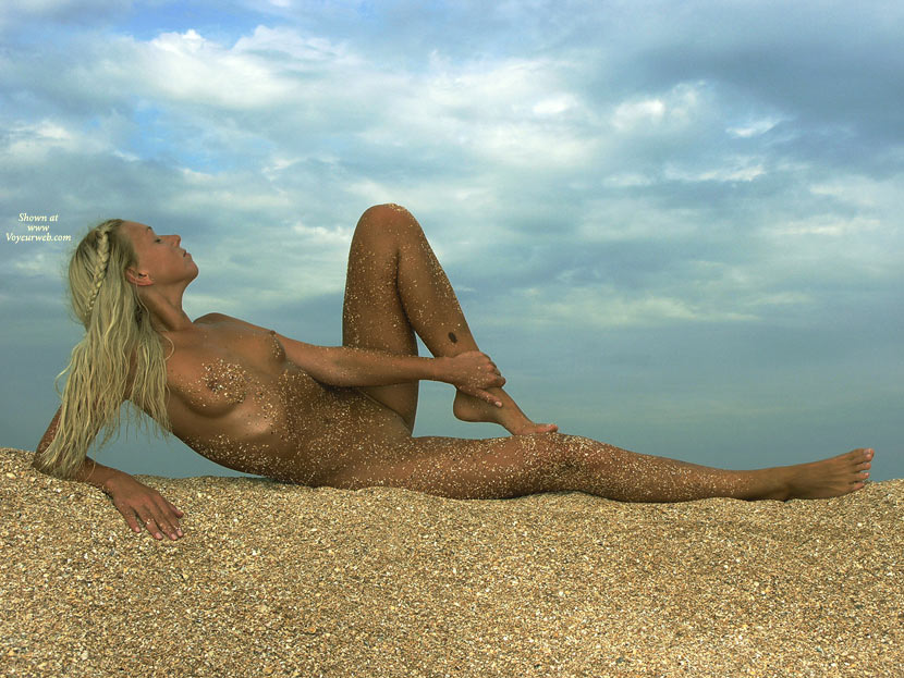 Sand covered nudist girls - NakedOnTheStreetscom