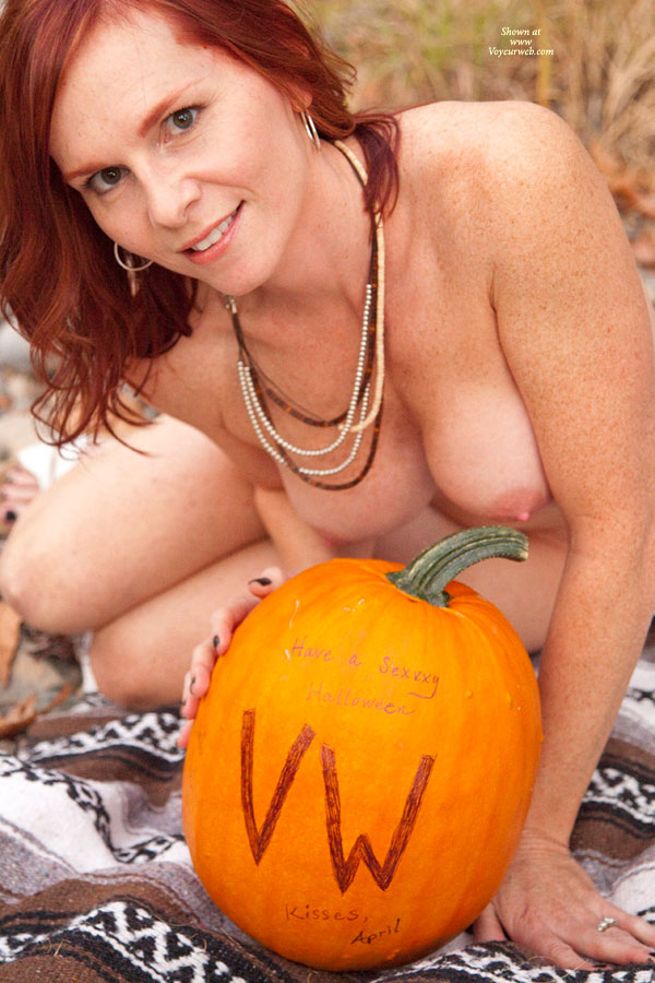 nude-girls-in-halloween