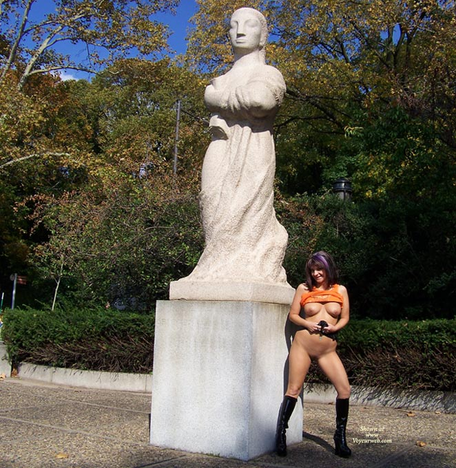 The next stop was Fairmount Park to admire the art...and the nudes.