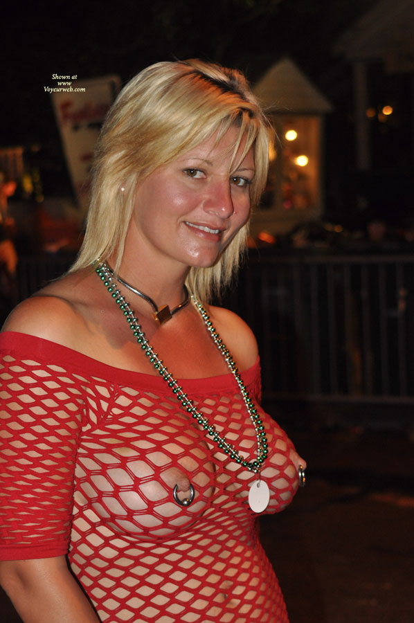 Collection Bare Tits In Public Pictures - Amateur Adult Gallery