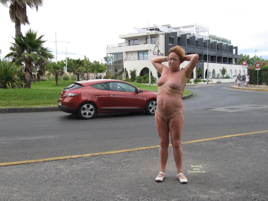 naked on a roundabound