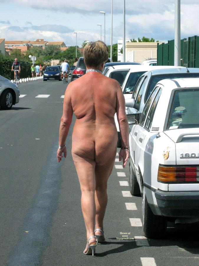 Pic #5 Naked Outside