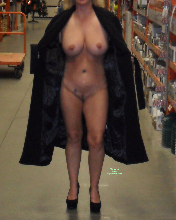 Wife nude store — photo 11