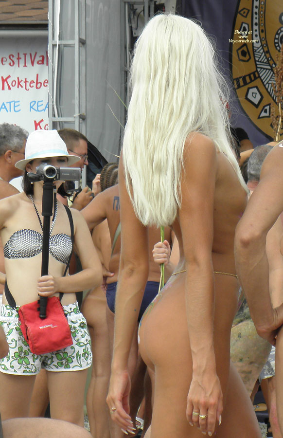 Pic #1 - Black Sea ... Nudist Beauty Contest. Part I: Blonde
