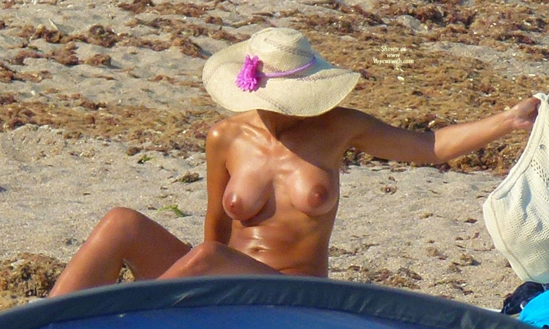 "Memories Of Summer 2011 - 4 , So Continue The Ideea : "" O Bruneta Matura Bine Bronzata Se Expune La Vama Veche!"""