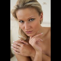 Nude Ingrid
