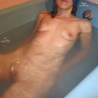 Crberg In The Tub