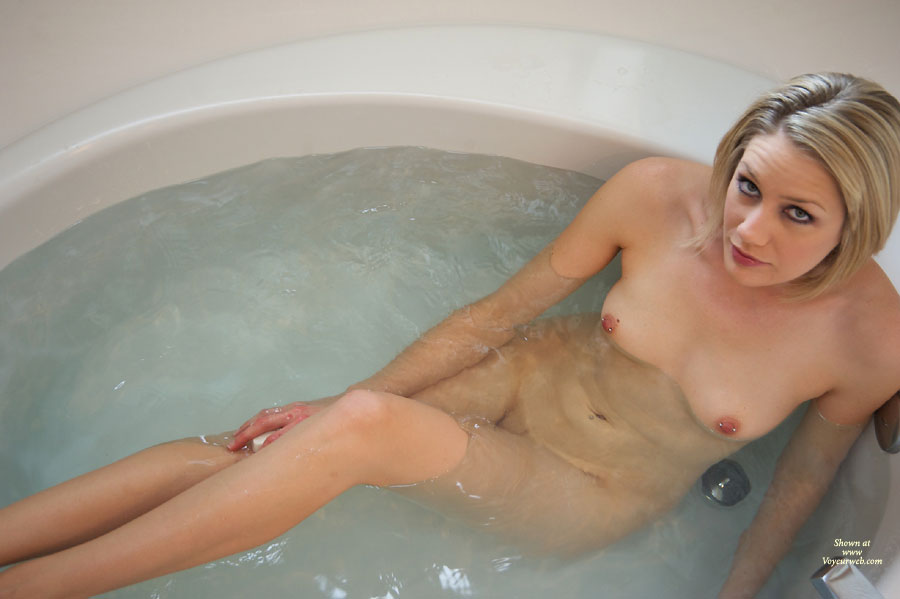 hot tub pornohow do you fuck a pussy