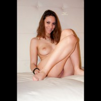 Gattina: nude on bed