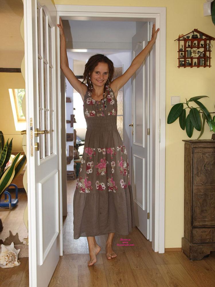 Pic #1 - Hanni Strips , Hanni Taking Off Her Sweet Dress