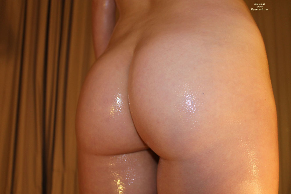 Pic #1 - Scottish Gf Covered In Oil , Leave Some Dirty Comments For My Oily Gf.