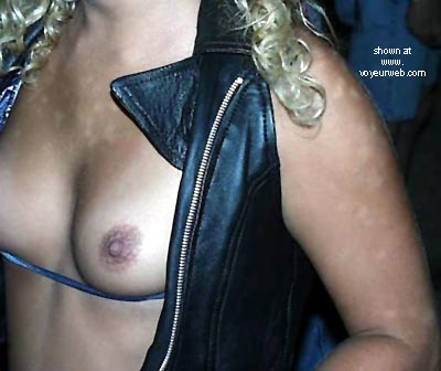 Pic #6 - Titty Alley #3