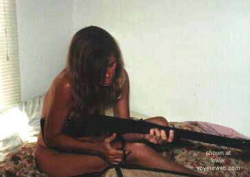 Pic #4 - Gun      Nude