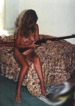 Pic #5 - Gun      Nude