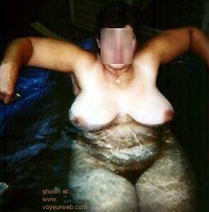 Pic #3 - Hot      Tub