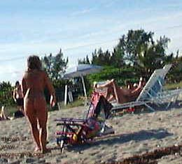 Pic #2 - Nude      Beach Babes