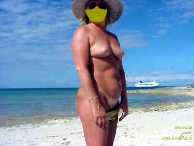 Pic #4 - Mary      Ann on the Beach 3