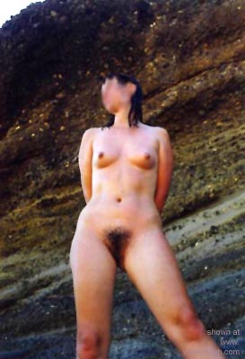 Pic #4 - Hot      Wife on the Beach
