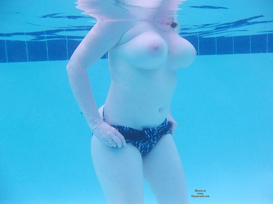Swimming Pool Voyeur