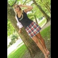 Bottomless Girlfriend:Teasing Miniskirt