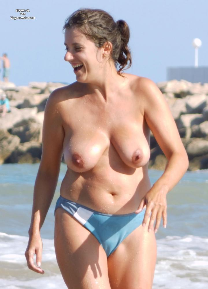 Pic #3 - Topless En La Playa - Beach, Big Tits, Brunette, Wet