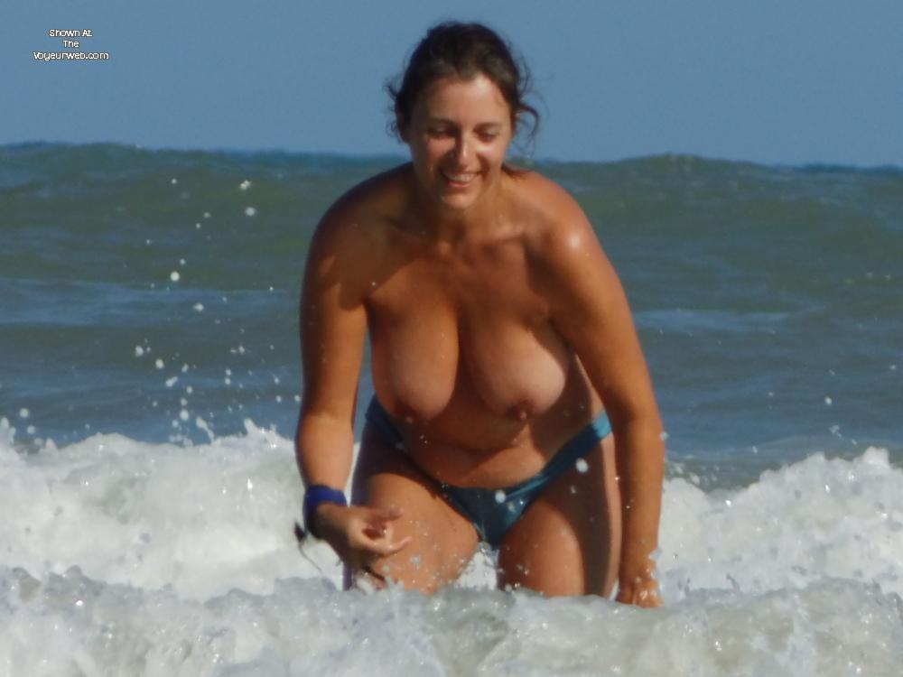 Pic #9 - Topless En La Playa - Beach, Big Tits, Brunette, Wet