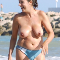 Topless En La Playa - Beach, Big Tits, Brunette, Wet