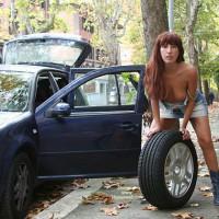 Lulu And The Car