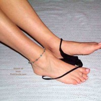 *JO Lovelywife Gives a Great Footjob
