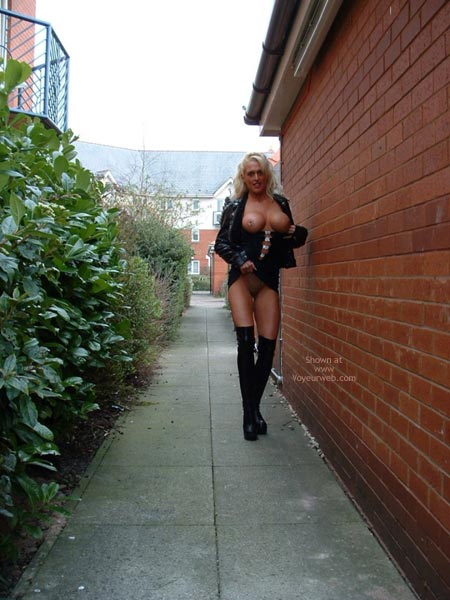 Pic #8 - Flashing 36dd'S Outdoors