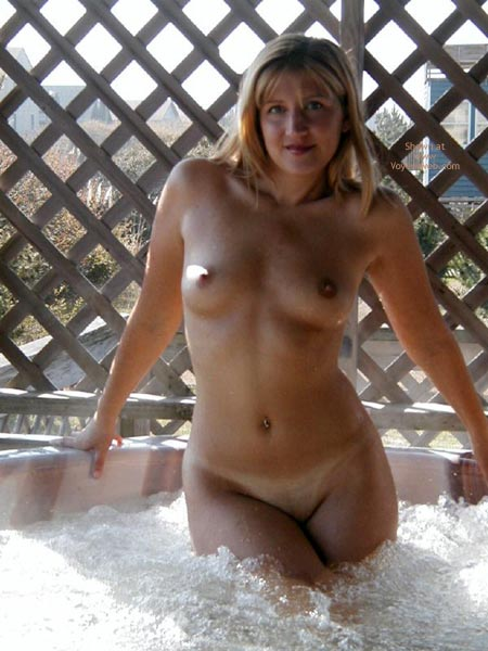 Pic #7 - Blonde Girl In A Hot Tub