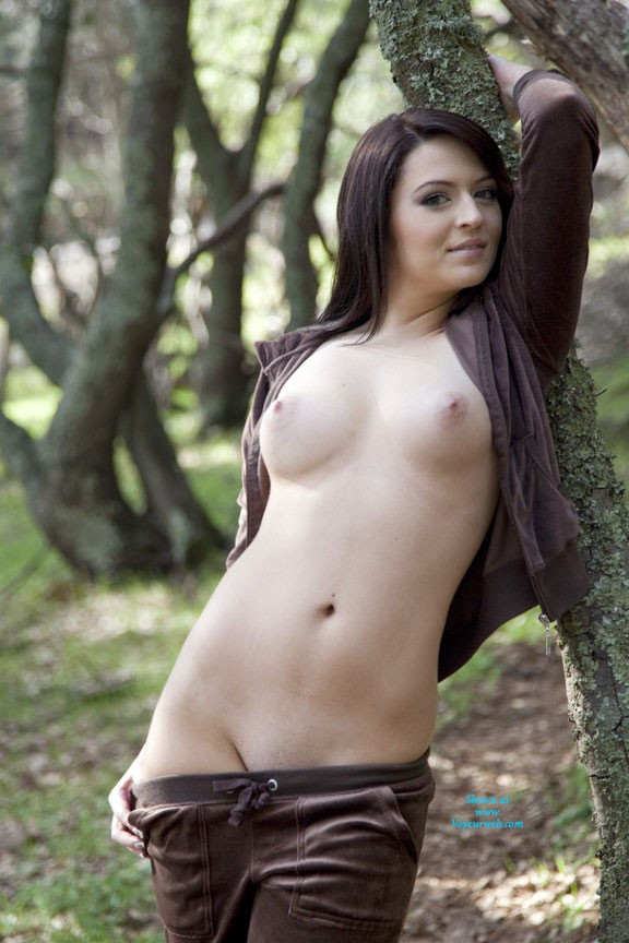 Pic #5 - Sarah on a Stroll - Brunette, Outdoors, Shaved, Nature