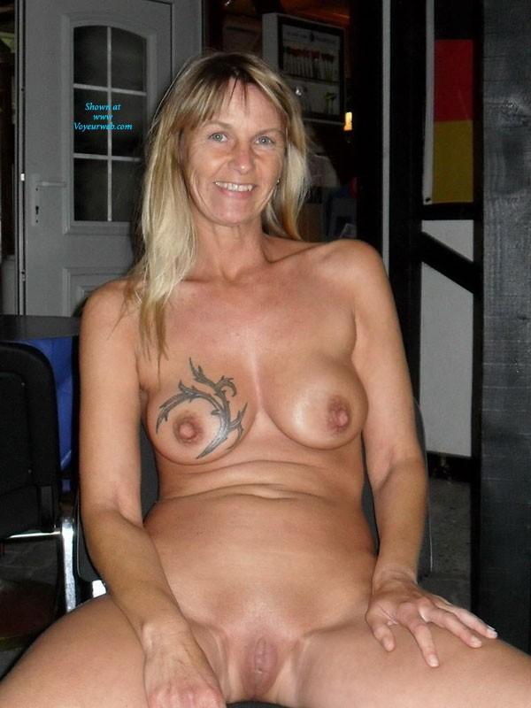 Nackt unterm mantel