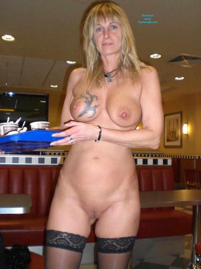 Pic #3 - Regi Nackt in Der Öffentlichkeit - Big Tits, Blonde, Public Exhibitionist, Public Place