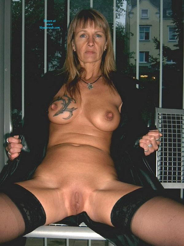 Pic #4 - Regi Nackt in Der Öffentlichkeit - Big Tits, Blonde, Public Exhibitionist, Public Place