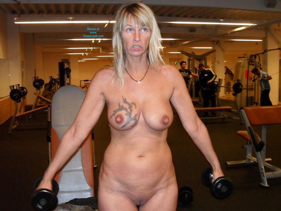 Pic #5 - Regi Nackt in Der Öffentlichkeit - Big Tits, Blonde, Public Exhibitionist, Public Place