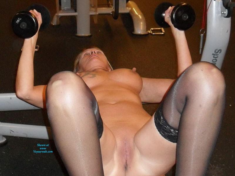 Pic #6 - Regi Nackt in Der Öffentlichkeit - Big Tits, Blonde, Public Exhibitionist, Public Place