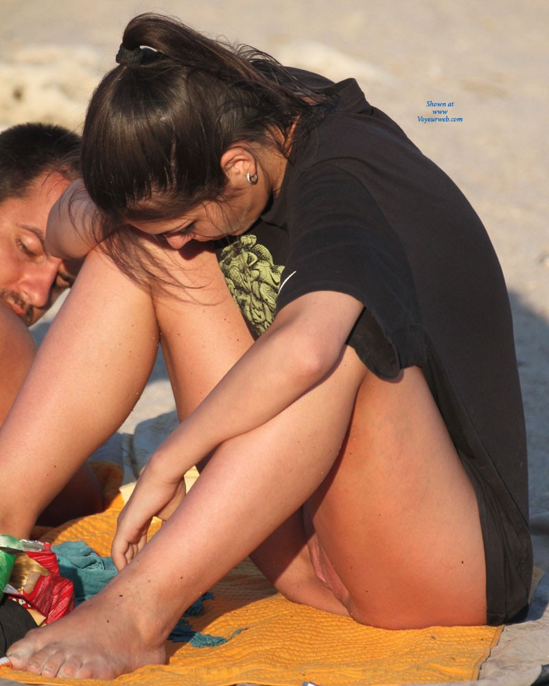 women flashing pussy on beach