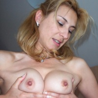 Medium tits of a neighbor - Vela