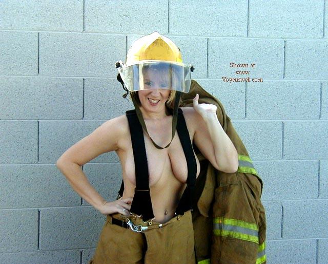 Pic #3 - Amy Feels The Heat Pt. 1