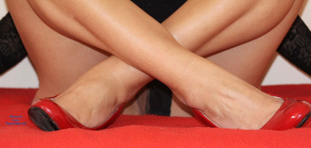 Pic #6 - Red And Black - High Heels Amateurs