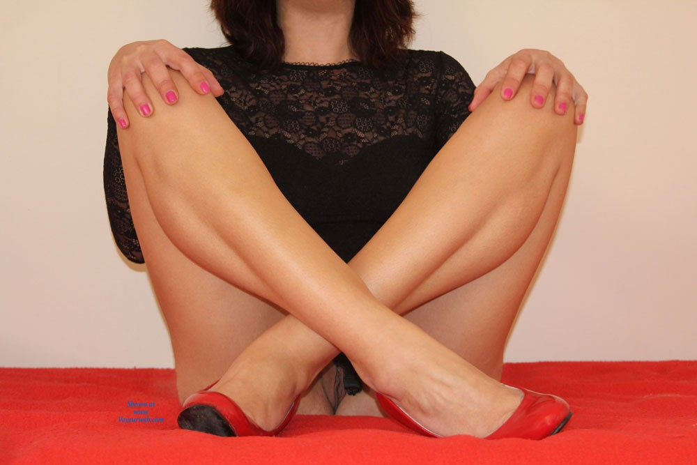 Pic #8 - Red And Black - High Heels Amateurs