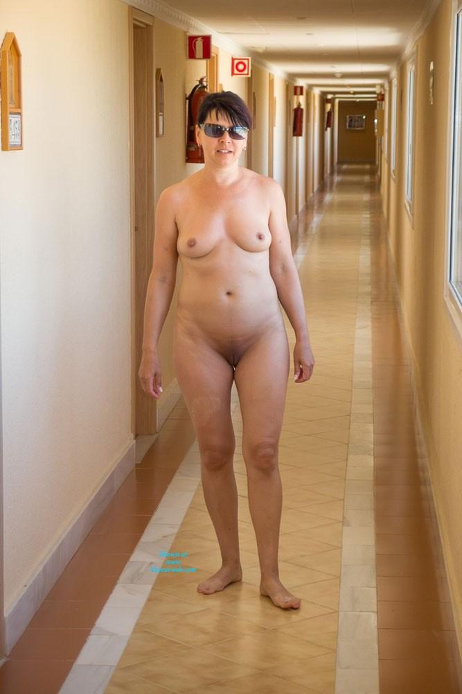 Milf emma in hotel - 4 5