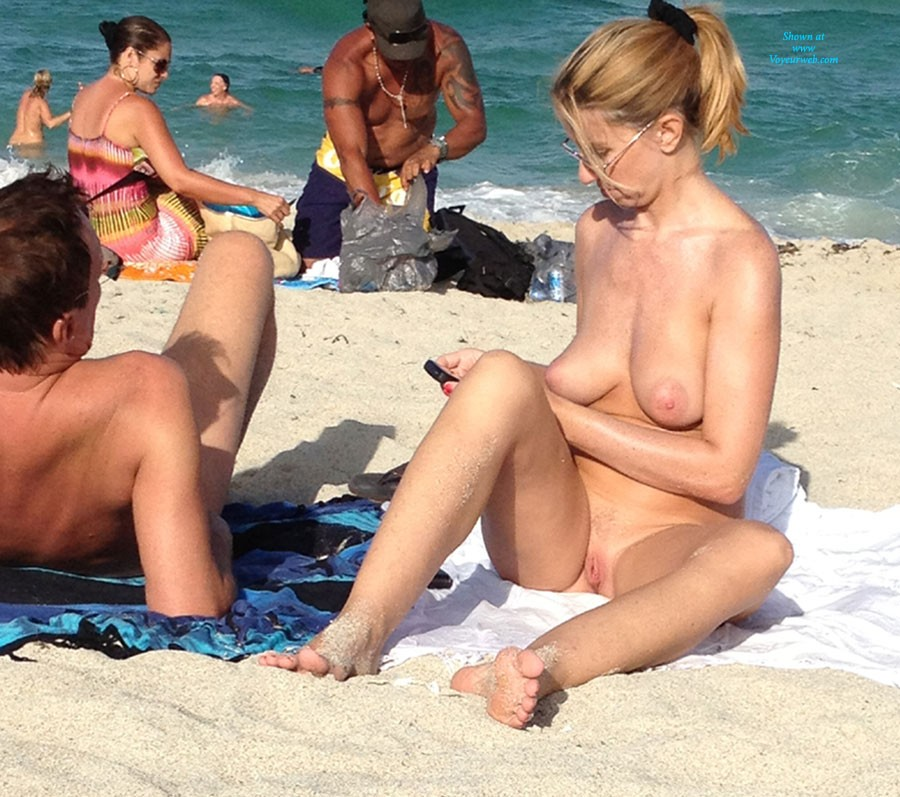 Pic #1 - Beach - Beach Voyeur , Nice MILF At The Beach