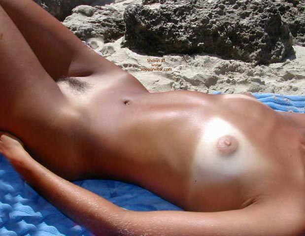 Pic #9 - Sexy Lucy Naked On The Beach