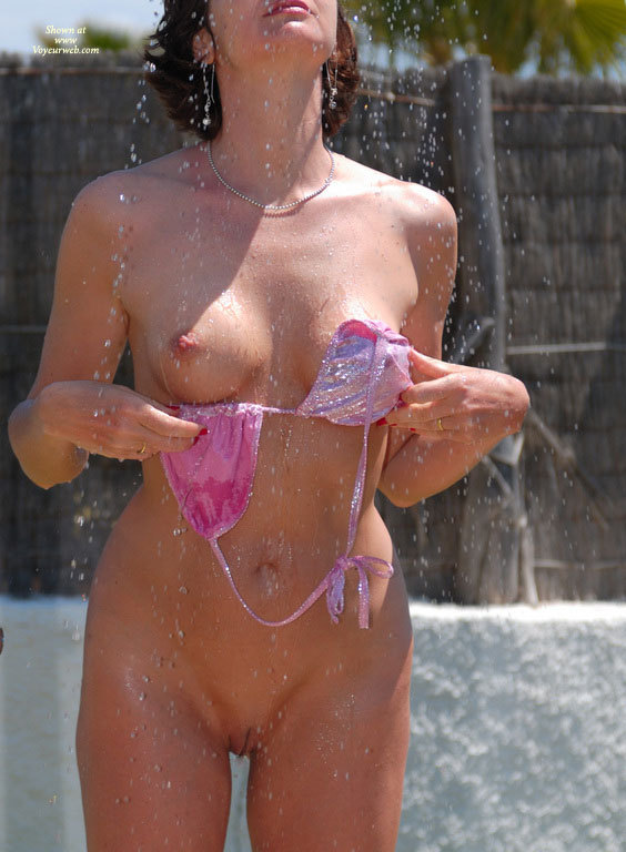 Frontal Nude In Outdoor Shower June 2007 Voyeur Web