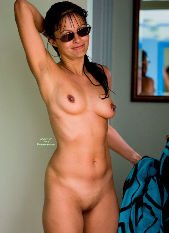 amatuer girl frontal nude