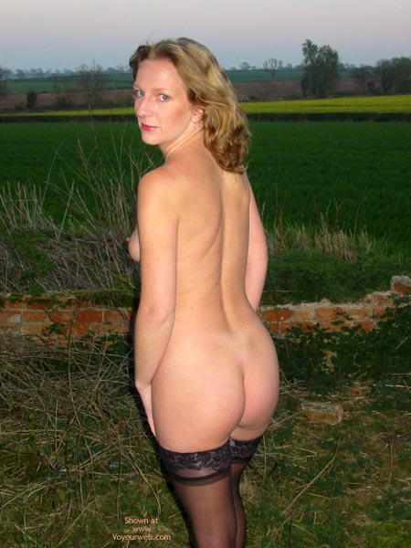 Pic #4 - Saucyminx Naked Outside 2